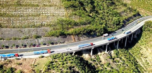 奥铃快递三雄全系国六 、欧航获年度卡车称号、甘肃S216全线贯通、北方数十条高速公路封闭、2021重卡市场销量或达120万辆 [专用车今日头条]