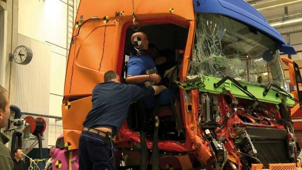 """""""安全典范""""--沃尔沃卡车的终极碰撞测试标准"""