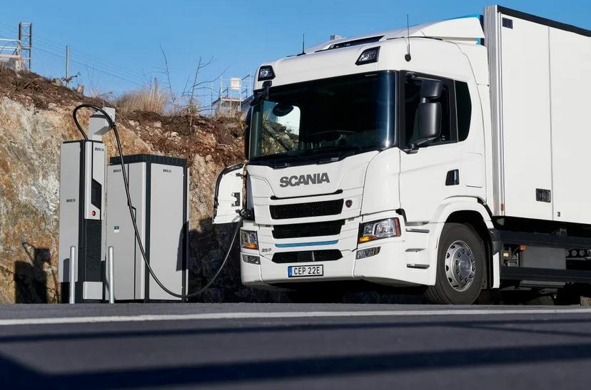 斯堪尼亚推出全电动卡车和插电式混合动力卡车!