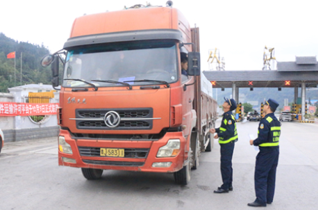 货车司机福音来啦!交通部加强行政执法人员的职业规范!