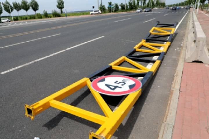 应拆尽拆、防止反弹|四部门联合整治违规限高限宽设施和检查卡点