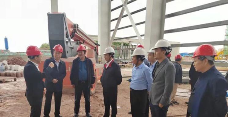 石俊峰董事长陪同遂宁市政府领导考察可兰素四川在建新厂